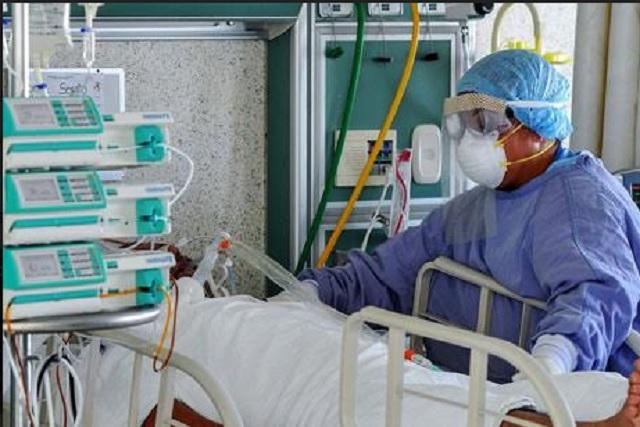 Ricos libran Covid-19 en Puebla; en hospitales públicos los 24 muertos