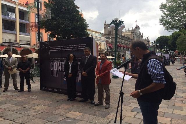 Inauguran BUAP, UPAEP y ANUIES exposición de fotografía en el zócalo