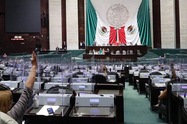 Poblano presenta iniciativa contra chapulineo legislativo