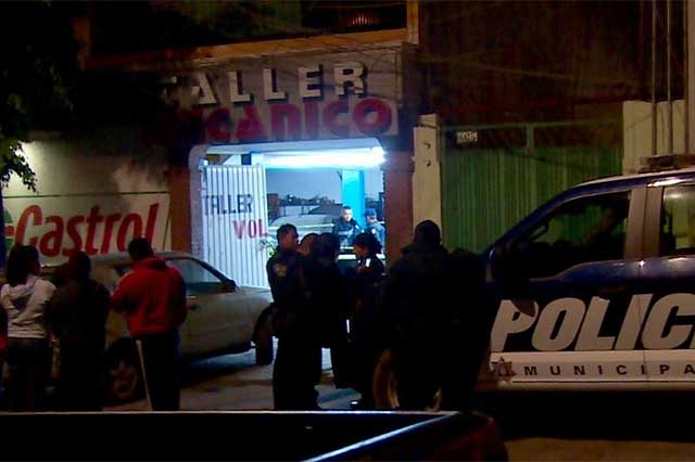 Con un tubo asesinan a una mujer en refaccionaria de Puebla