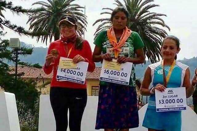 Corredora Tarahumara gana maratón internacional en Puebla