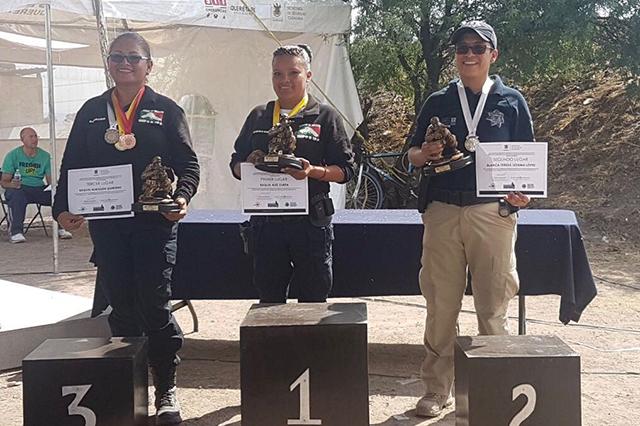 Mujer de la policía municipal de Puebla destaca en campeonato de tiro