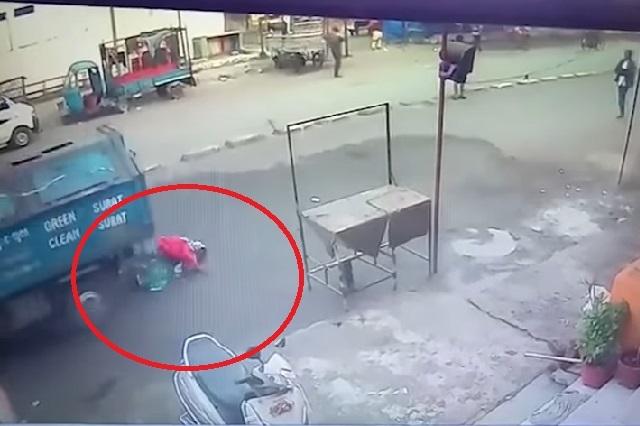 Camión de la basura arrolla a mujer que oraba y ella sobrevive