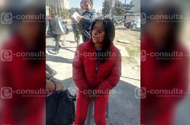 Navajean a mujer frente a Parque Puebla; le roban bici y mochila