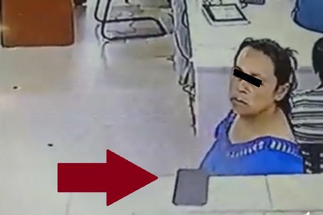 Mujer aprovecha consulta de su hermano para robar celular de médico