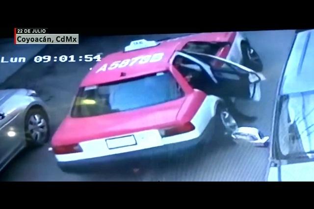 Localizan taxi del que saltó mujer que iba a ser secuestrada