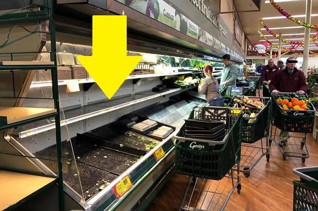 Detienen a mujer en EU por 'bromear' tosiendo sobre alimentos frescos