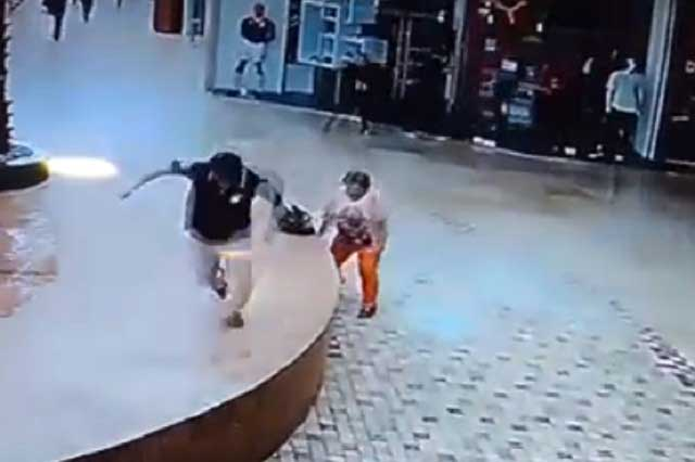 Por sismo, mujer por poco muere en centro comercial Angelópolis