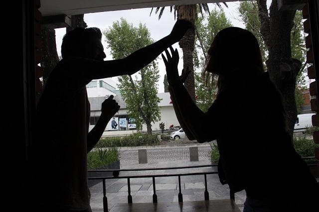 Mujer se pelea con su novio y lo acusa de tener coronavirus ante la policía