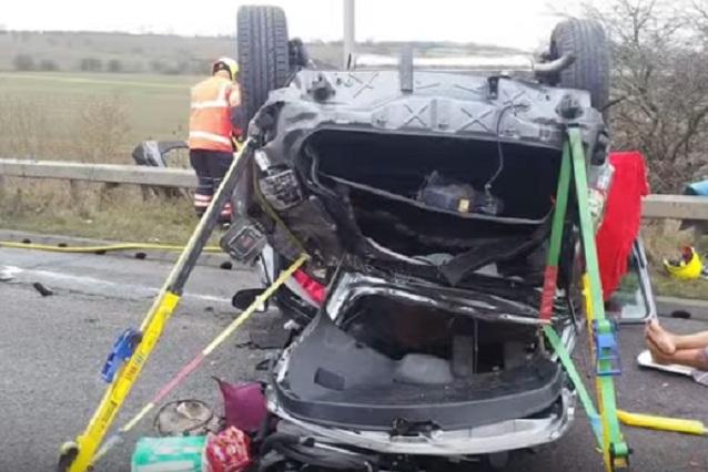 Impactante accidente: Mujer ebria destrozó su auto con su hijo a bordo