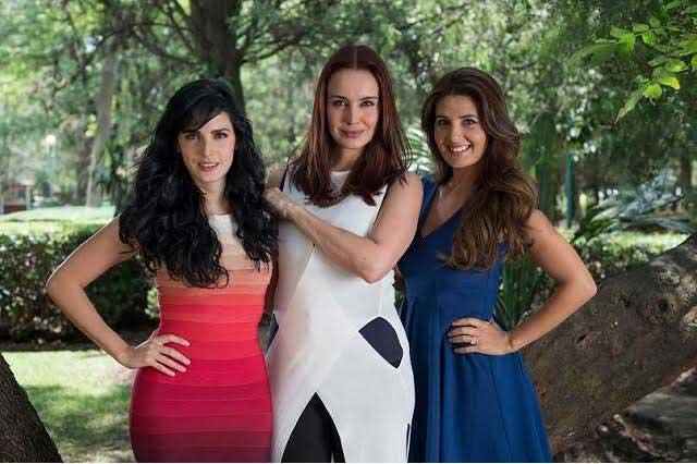 Alejandra Barros, Mayrín Villanueva y Ximena Herrera son Mujeres de negro