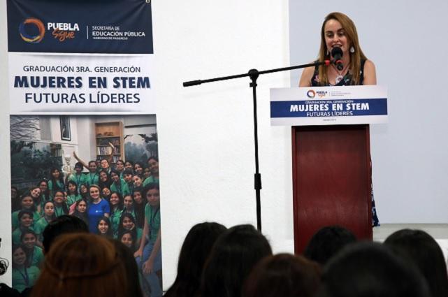 Regresa de NY y se gradúa tercera generación de Mujeres en STEM