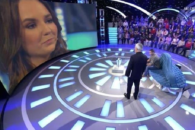 Mujer intenta reconquistar en tv a su ex novio y él la humilla ante millones