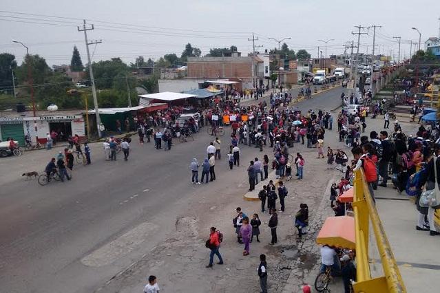 Cierran carretera y retienen a delegado de SGG en Zacatepec
