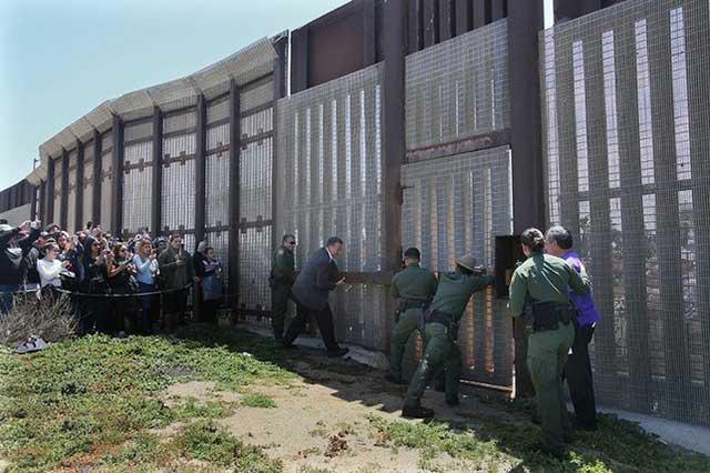 EU anuncia que esquivará leyes para acelerar la construcción del muro