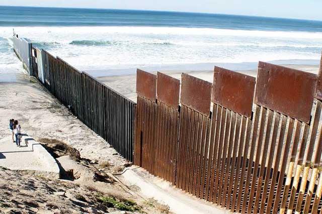 Trump destinará 2 mil 600 mdd al diseño y construcción del muro