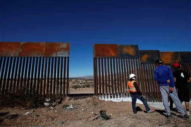 Un mexicano participa en la construcción del muro de Trump