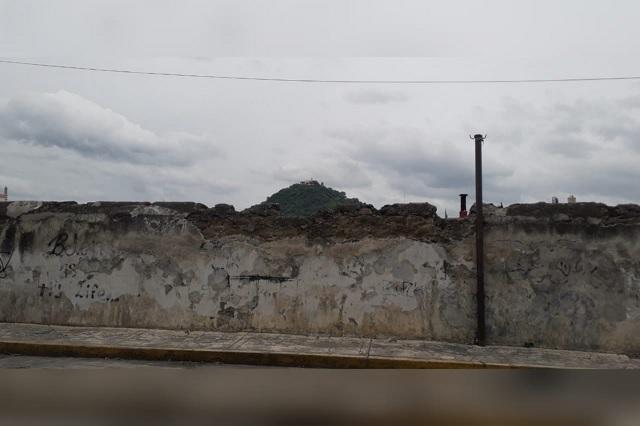 En riesgo de colapso jagüey ubicado en el centro de Atlixco