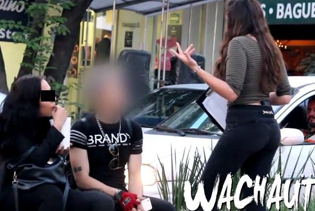 Mexicanos son seducidos por chica guapa para apoyar muro de Trump