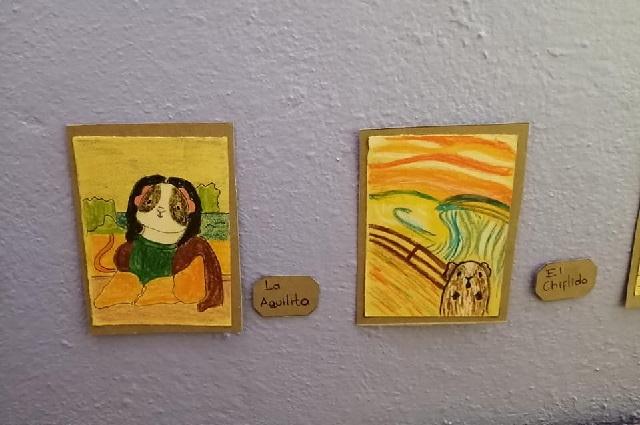 Joven crea mini museo para sus cuyos y hace su versión de obras famosas