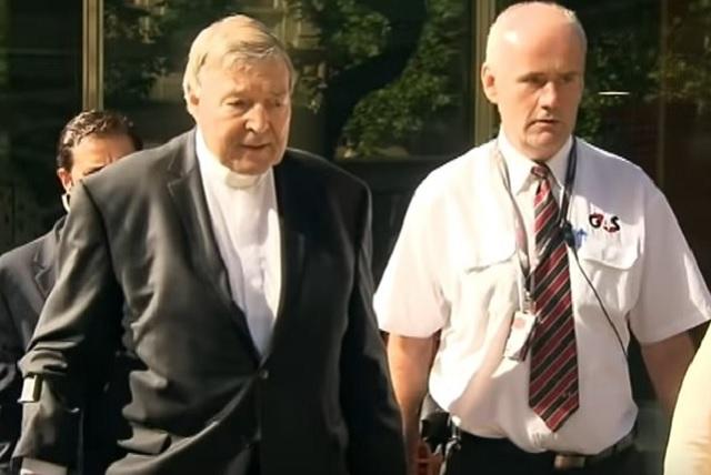 El Papa le prohíbe al cardenal George Pell que se acerque a menores