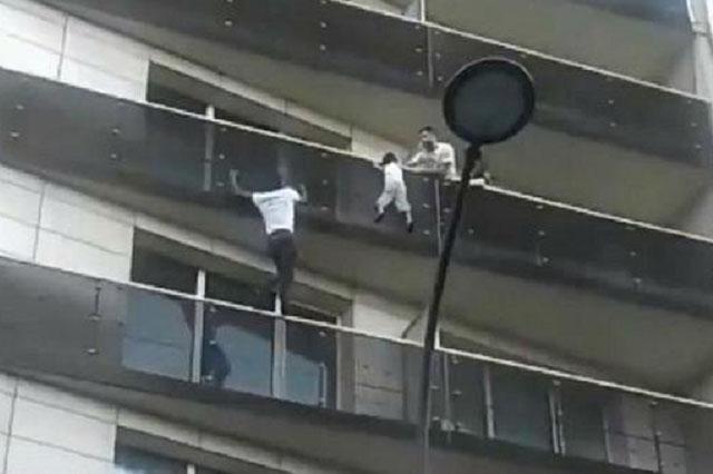 Francia le concederá la nacionalidad a Spiderman de París que salvó a un niño