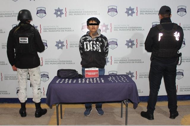 Capturan a dos narcomenudistas, uno en calles del centro de Puebla