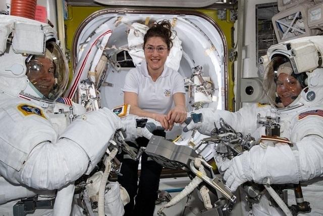 Caminata espacial de mujeres se cancela por falta de trajes de su talla