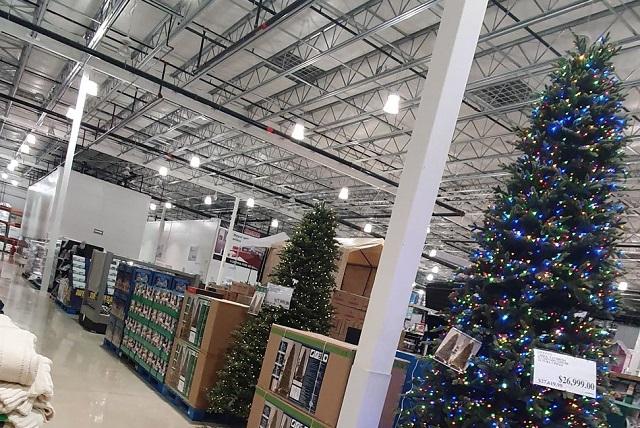 La navidad ya llegó a Costco y no les gusta a consumidores
