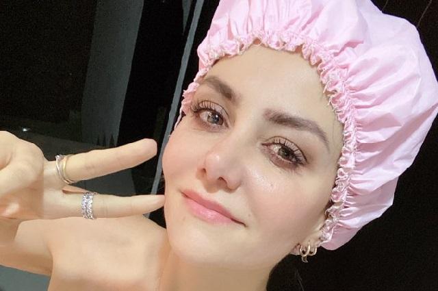 Nay Salvatori imita a Noroña y se toma foto en toalla de baño