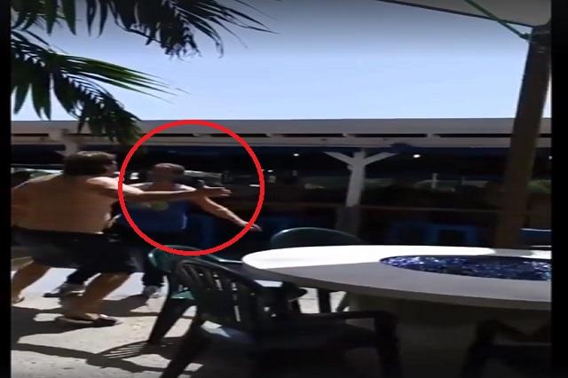 Hombre de ideología nazi golpea a empleada de restaurante