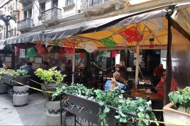 Sin ambulantes y poca gente inicia fase 3 de la reactivación en Puebla