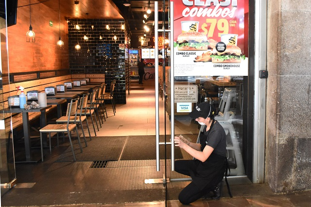 Covid-19 acaba con ventas y cierra 40 restaurantes en Puebla
