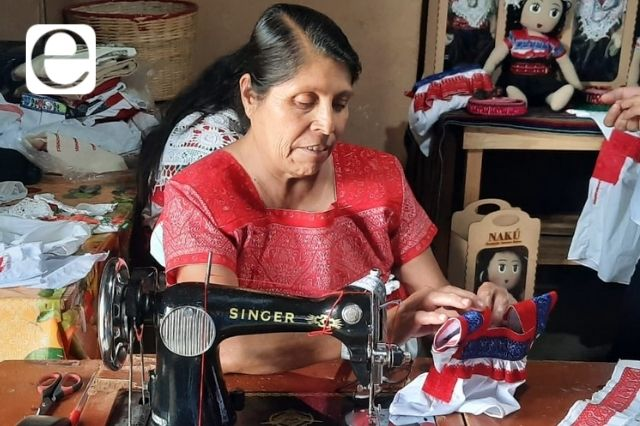 Mujeres de la Sierra Norte elaboran muñecas artesanales