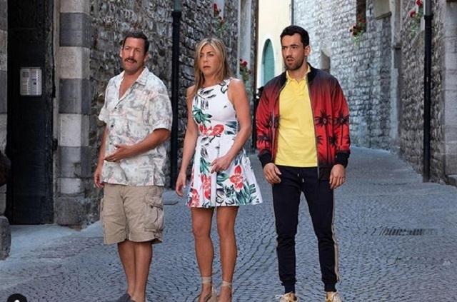 Luis Gerardo Méndez comparte otra foto con Aniston y Sandler