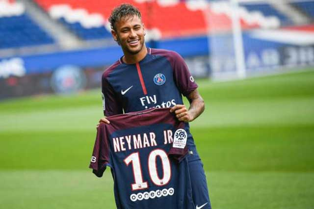 Presenta el PSG al millonario Neymar