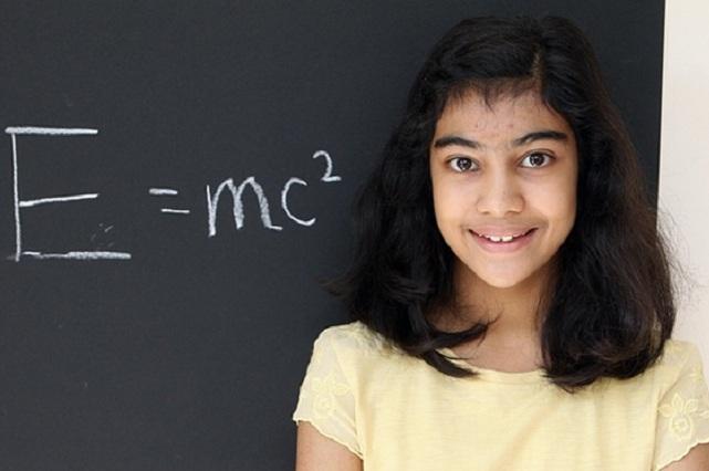 Intelecto de niña británica supera al de Stephen Hawking y Albert Einstein