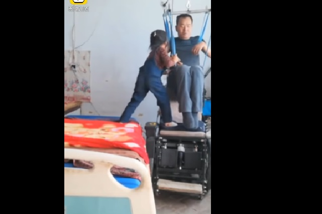 Video: Niña de 6 años cuidando a su papá enternece YouTube