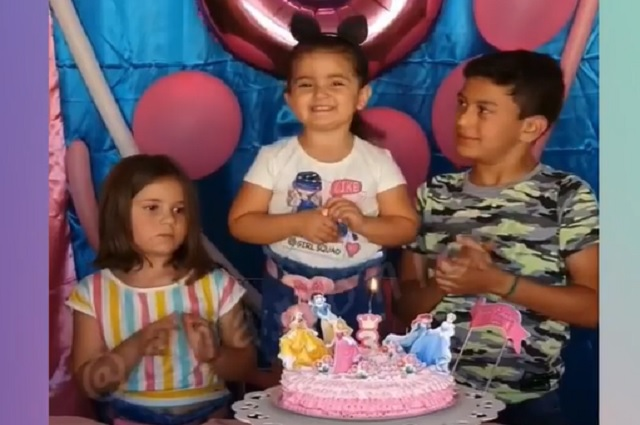A un año del video de la niña que le jala el cabello a su hermana