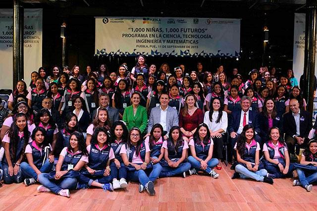 Poblanas van a programa de impulso a mujeres en la ciencia