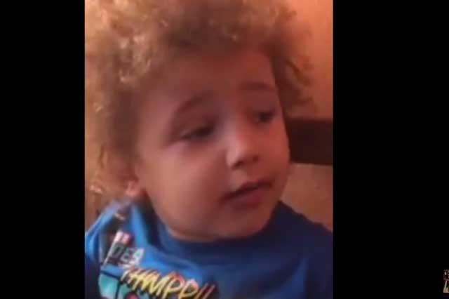 Pequeño pide que le corten el cabello porque no le gusta cómo le dicen