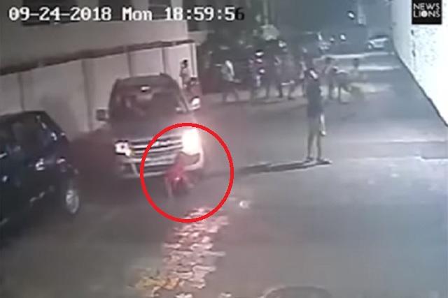 Niño se salva de ser aplastado por una camioneta