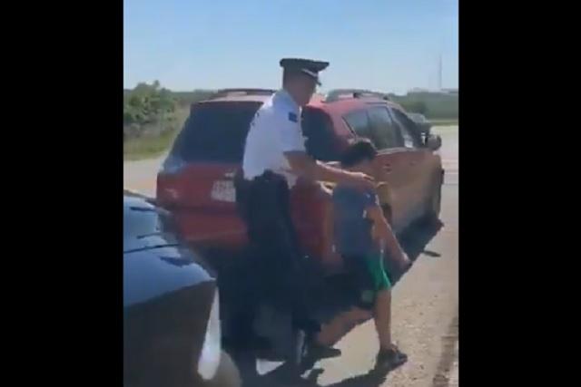 Padres olvidan a su hijo en un Oxxo en carretera de Villahermosa