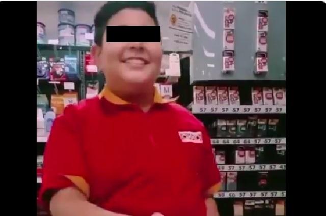 El niño del Oxxo: le piden condones y se vuelve sensación con memes incluidos