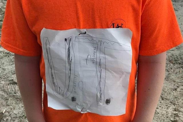 Niño crea el logo oficial de su equipo tras sufrir bullying