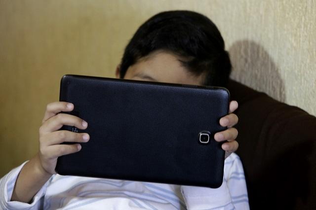 Se acelera epidemia de Covid entre menores de 17 años