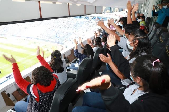 Estadio Cuauhtémoc recibió a menores del DIF en palco del Gobernador