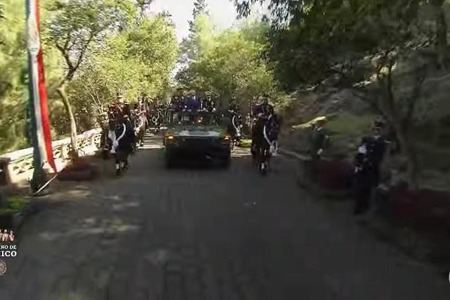 Video: niños se emocionan por ver a AMLO durante Marcha de la Laltad