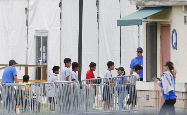 Tres niños mexicanos que fueron separados de sus padres están en albergues