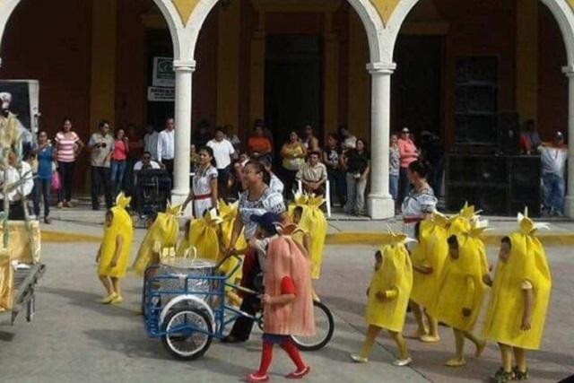 Los niños tamales son el mejor disfraz grupal que verás esta temporada